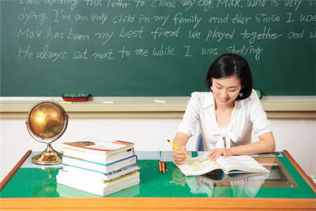 偷情女教师自述 清纯美女教师不穿内裤叫我去家里