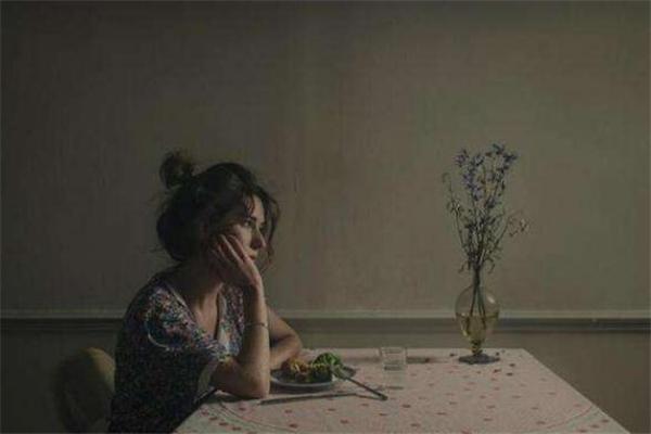 暗恋的女生失恋了怎么安慰 暗恋的女生失恋了我能追吗?