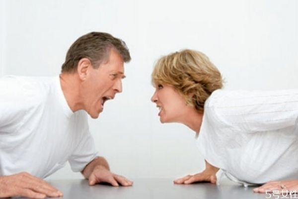跟老公吵架他摔东西怎么办? 应对老公吵架摔东西小妙招