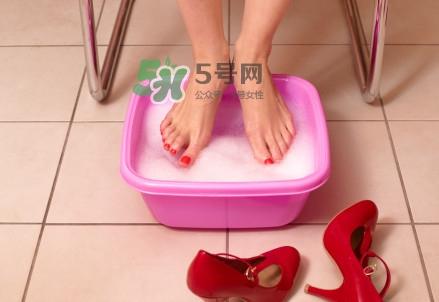 花椒不适合哪些人泡脚?女人用花椒水泡脚好吗