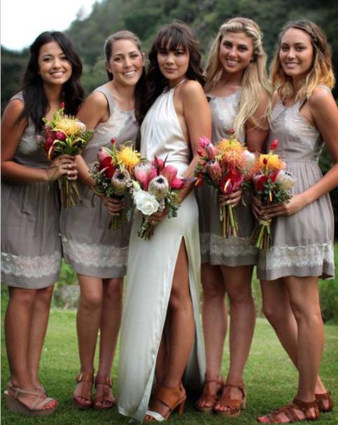 当伴娘穿什么衣服比较合适?当伴娘穿什么颜色鞋子比较好?